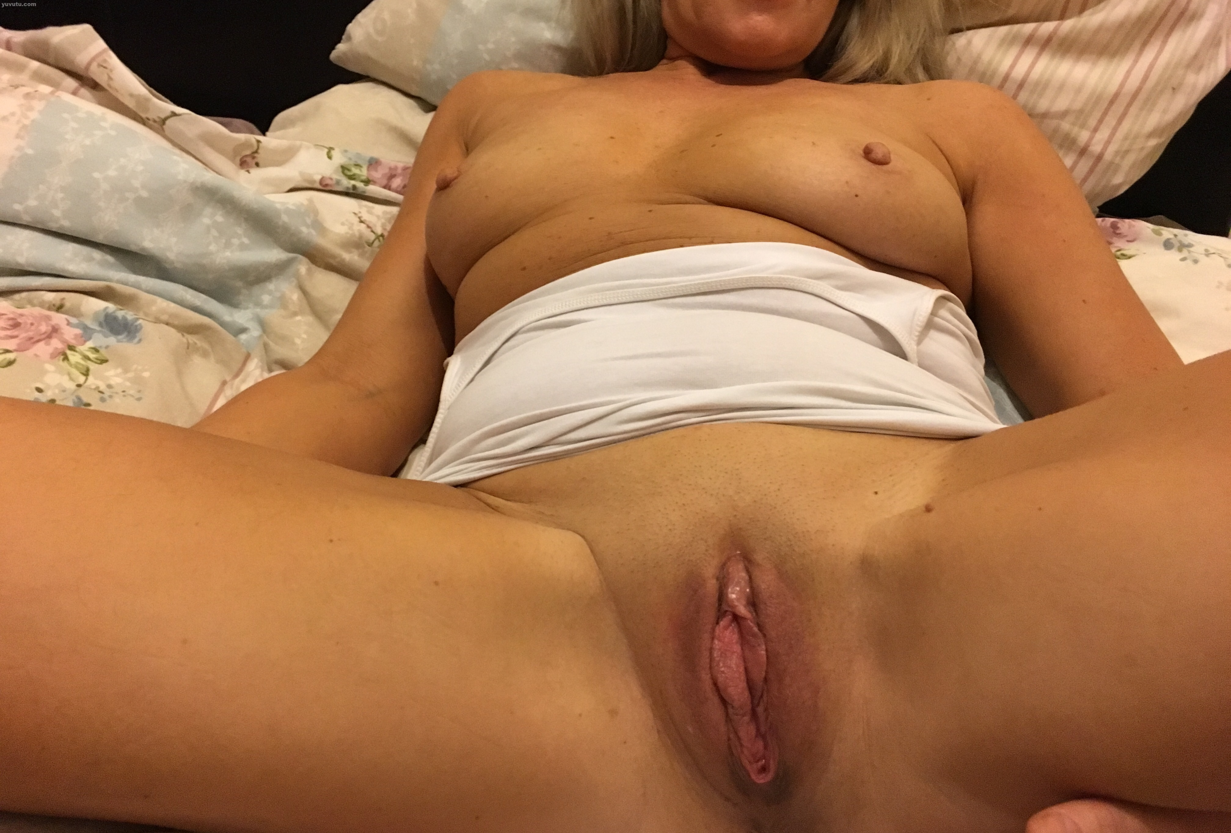 Mature wife loves cock on simply