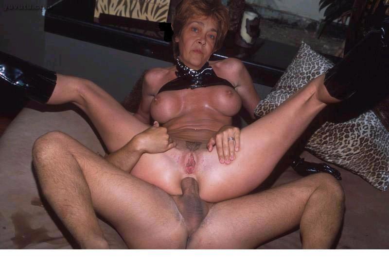 Mom amateur anal