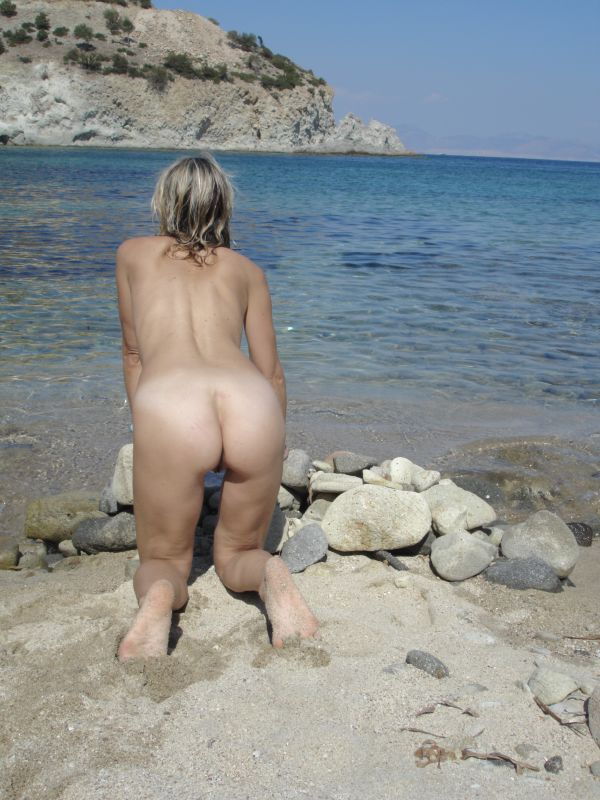 Babe nude wife on beach