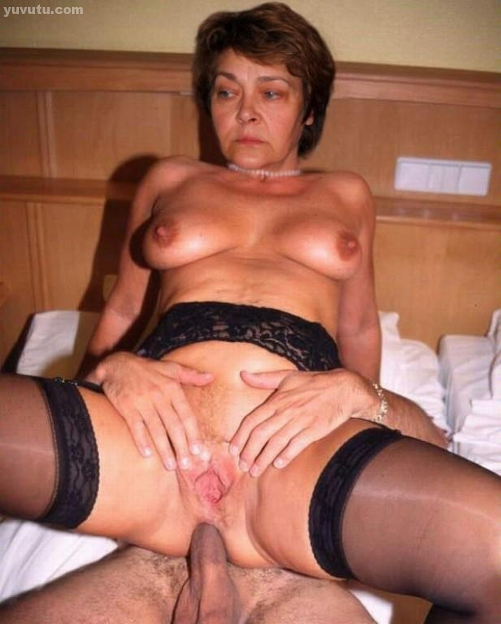 Son amateur mother