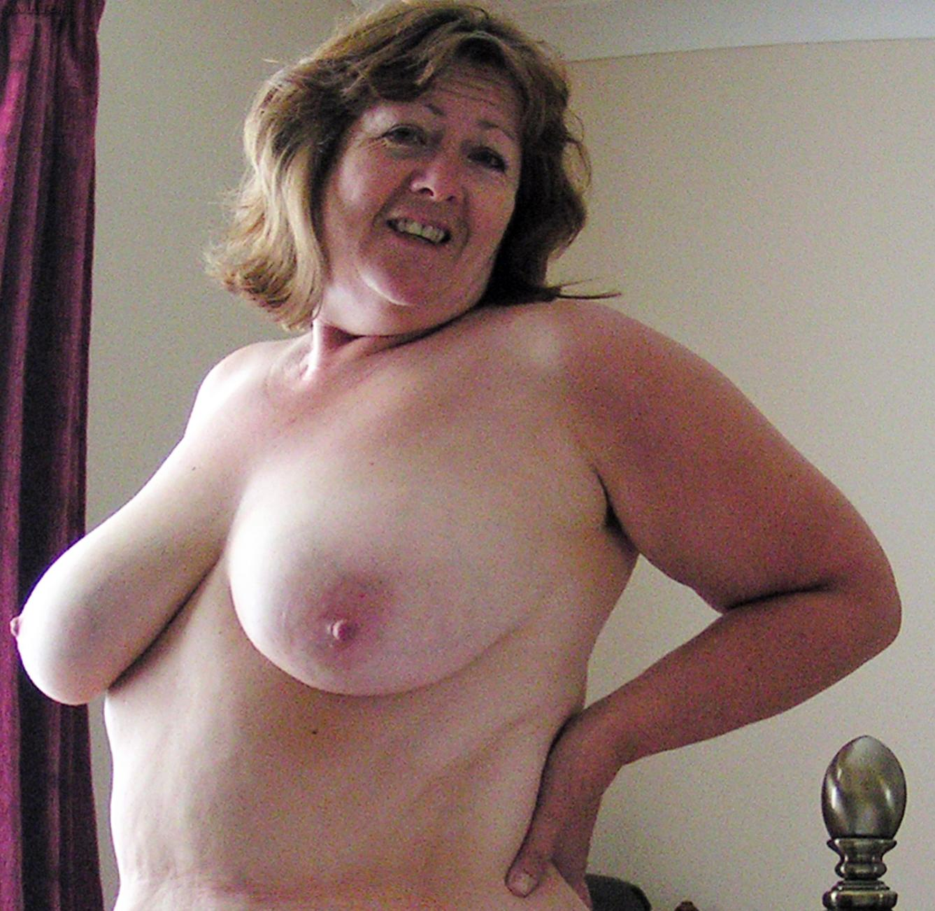 Homemade chubby sex pics older women