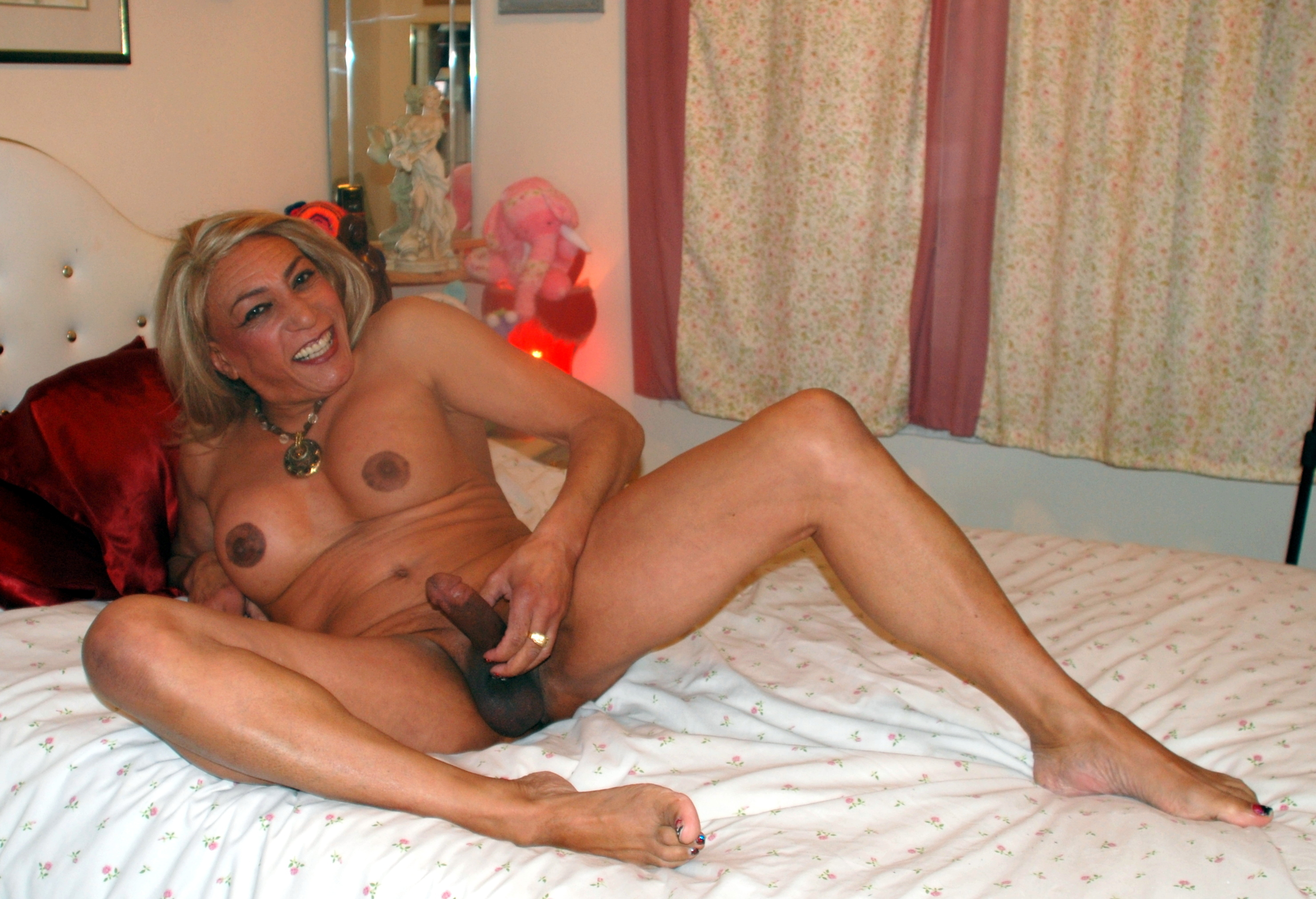 mature mom who love shemales