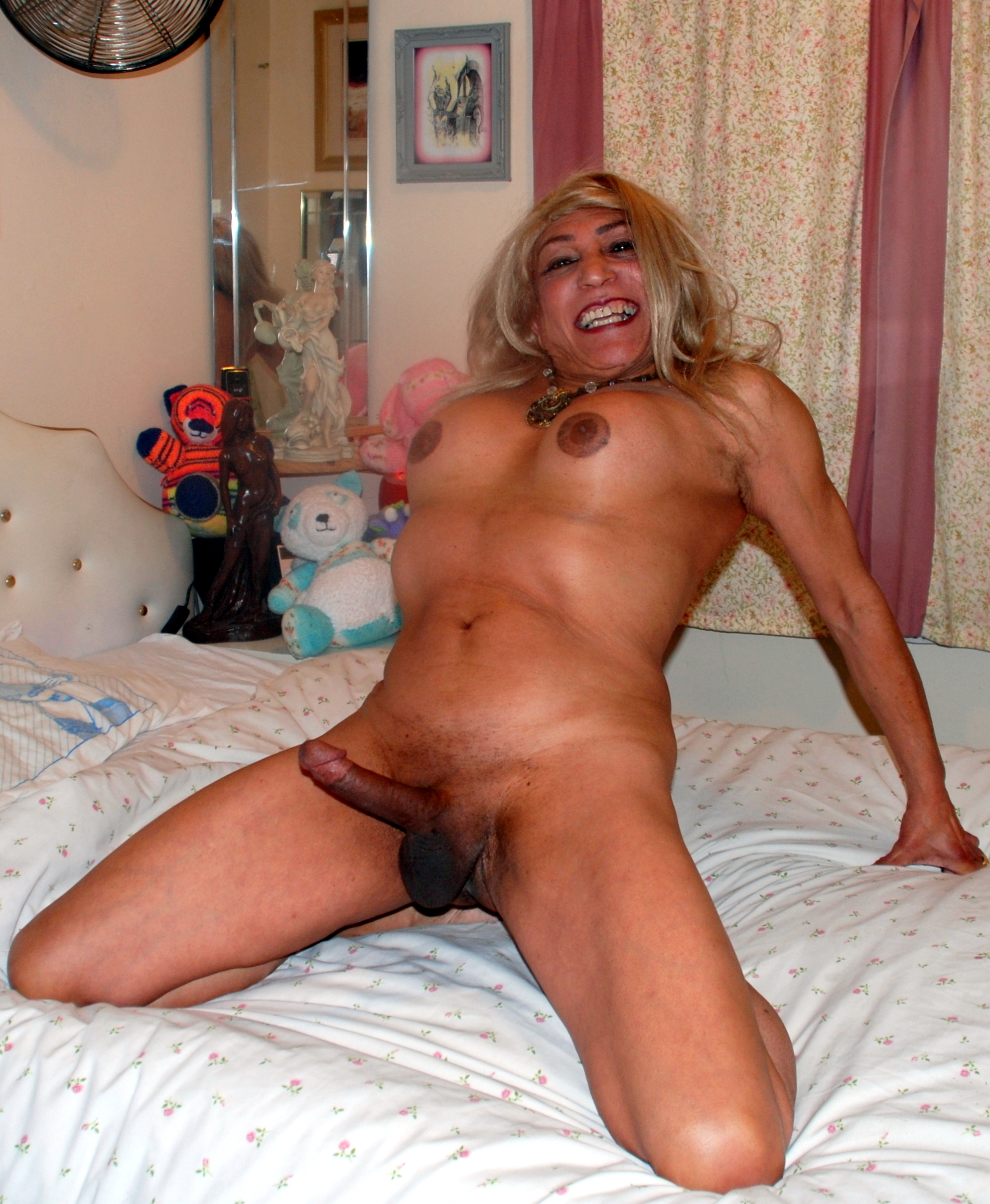 Free tranny in white panties