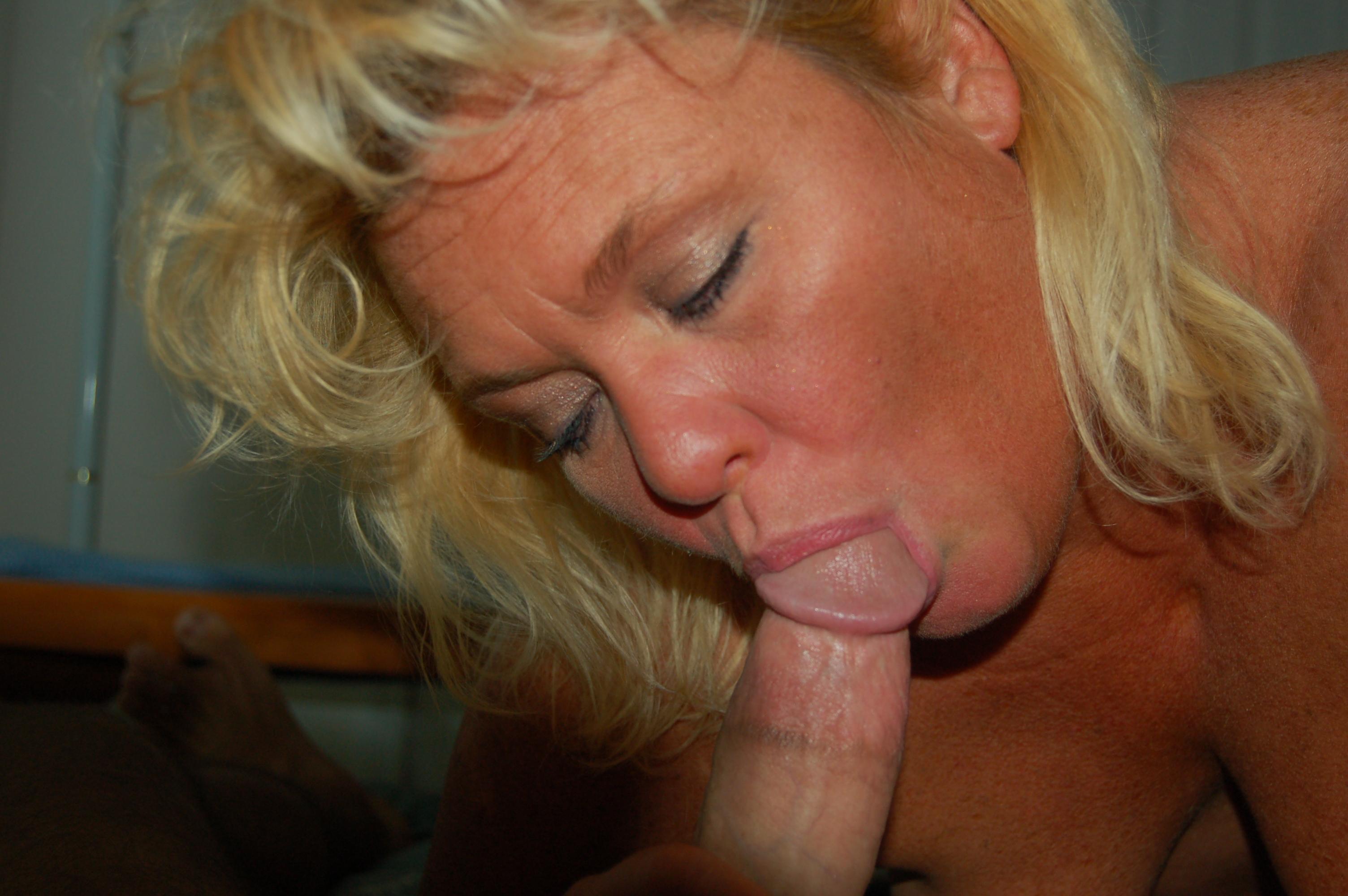Фото порно зрелые миньет, Зрелые мамашки в чулках позируют голыми и любят 13 фотография