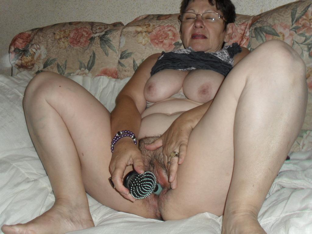 Бабы дрочат фото