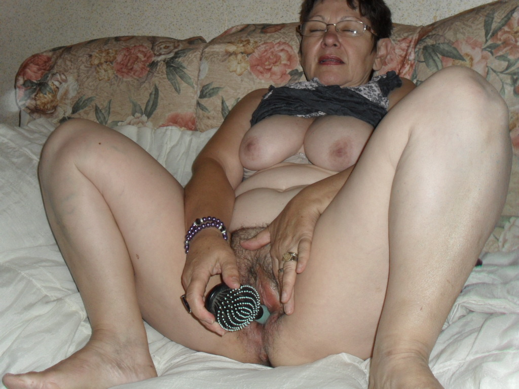 Фото мастурбирующих баб