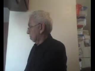 Webcam - ABUELO ENSEÑA VERGA Y CULO