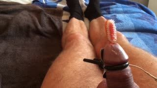 Missionarsstellung - Shocking myself & playing with inserted toot...