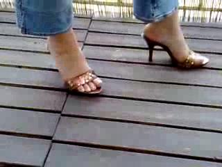 Foot Job - Sexy brown mules- Con sus mules marrones Sexys