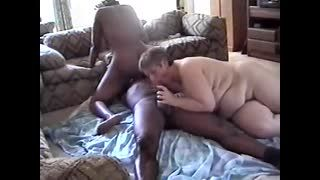 Sexe lesbien - IR3Sum P5of7; swallowing her man's 2nd l...