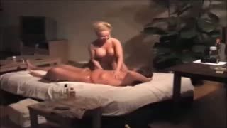 Gros seins - A Sensual Massage With Warm Oil - Part 1