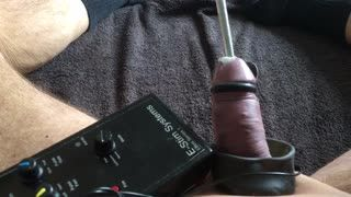 Masturb. masculina - Long insert fitted down my shaft while e stim sh...