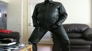 Cum Shot - Wanking in leather