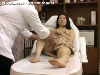 Asian - Spycam at beauty parlor