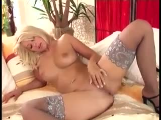 Dreier - Babe with big tits in stockings fingers her puss...