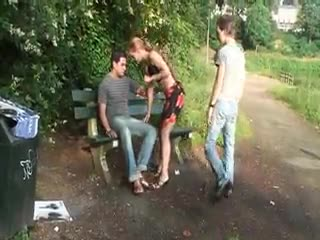 Flash/Pubblico - ***** threesome public sex in public park in bro...