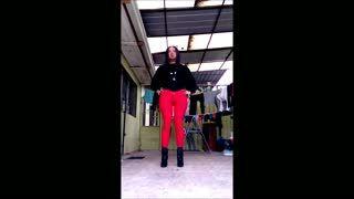 - Modelando Jeans rojo