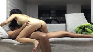 Cowgirl/Reiten - bitch fucking husband on the couch