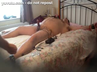 Missionary - Sucking stiff cock while shocking it