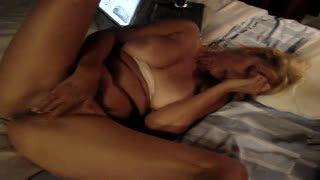 Female Masturbation - andrea tetona masturbandose