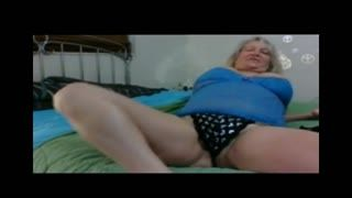 Female Masturbation - A fantastic horny woman