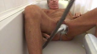 Missionarsstellung - Washing my cock&balls & arse with shower...