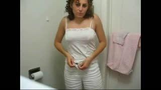 Blow Job - Beurette salope qui suce dans le toilettes