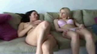 Masturb. femenina - 2Girls Masturbating Together-02