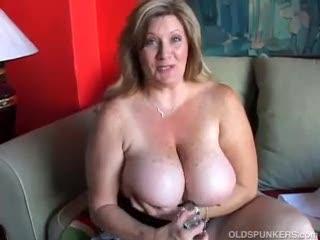 Mature - Beautiful cougar has nice big tits