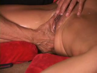 Ejaculation féminin - Amazing squirt guru shows you how to do it