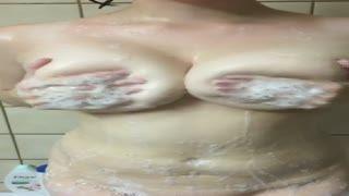 Big Tits - nichons savonneux