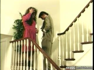 De Perto - Sexy girl gets deep hammered on stairs