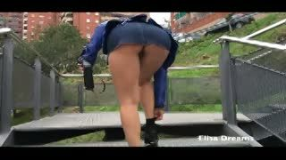 Flash/Pubblico - Upskirt and Flashing no panties in Barcelona