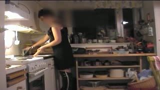 Ejaculation féminin - Alone in kitchen