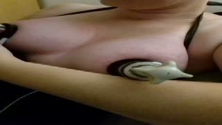 Gros plan - Nipple electrical torture