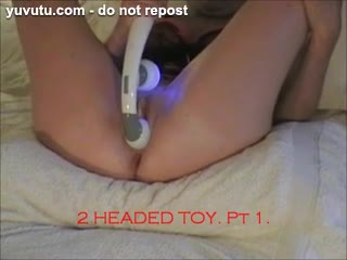 Masturb. f�minine - The 2 Headed Toy. Pt1