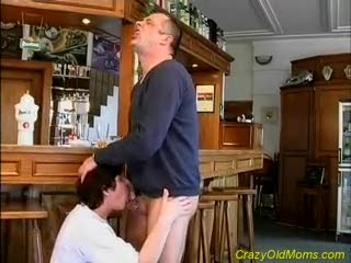 Godemiché - Crazy old mom gets fucked hard