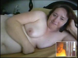 Webcam - Robin playing on the bed
