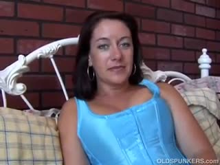 Mature - Sexy MILF is feeling horny