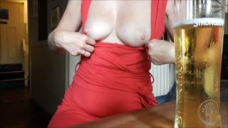 Flashing/Public - Flashing tits in the pub