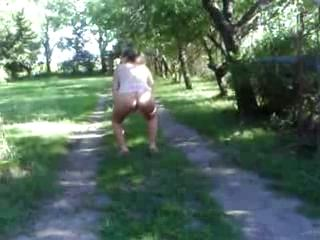 BBW - Dnacing and peeing outdoors