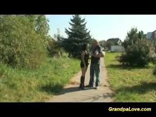 Mûre - Grandpa fucking nice brunette