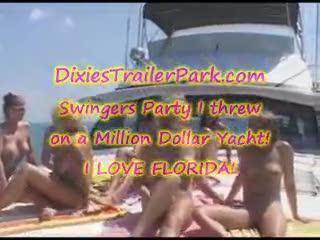Orgie/Sexe à quatre - Swingers Party on a Yacht in Florida