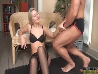 - Viktoria Diamond smothering her slave with her a...