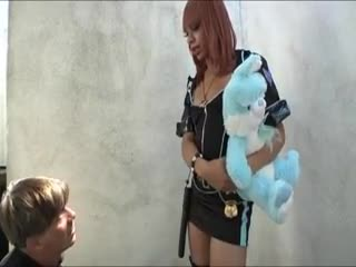 Transexuel(le) - Nasty tranny police Sasha Strokes catches and fu...