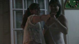 Sesso lesbico - jugando con pareja amiga