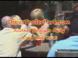 Orgie/Sexe à quatre - Another FUN Swingers Party in back yard