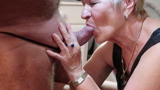 - Heidi liebt Sex und Arschspiele
