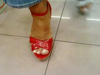 Fétichisme - probando zapatos--In the shoe store