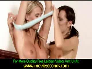 - Hot lesbians kissing